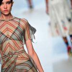Milano Fashion Week 2018 - Sfilata Fendi - Modella con vestito trasparente