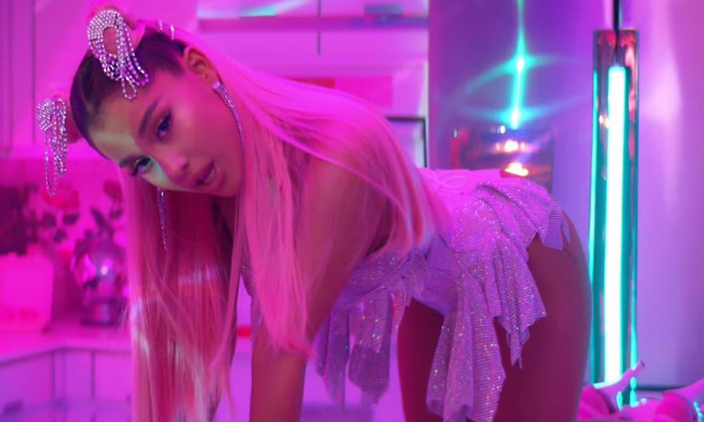 Rosa Millennial nel video di Ariana Grande video 7 rings