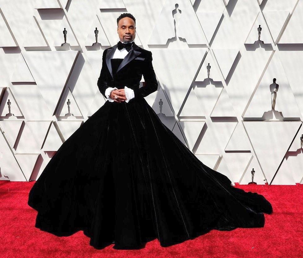 Billy porter con il suo vestito eccentrico sul red carpet
